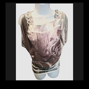 Seductions floral/rise/chain gray and white top